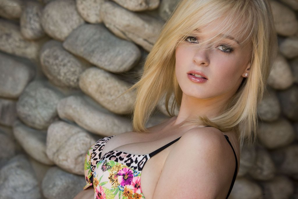 Las Vegas Blonde Escort Allison